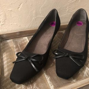 Shoes - Black square toe kitten heel pumps with bow detail